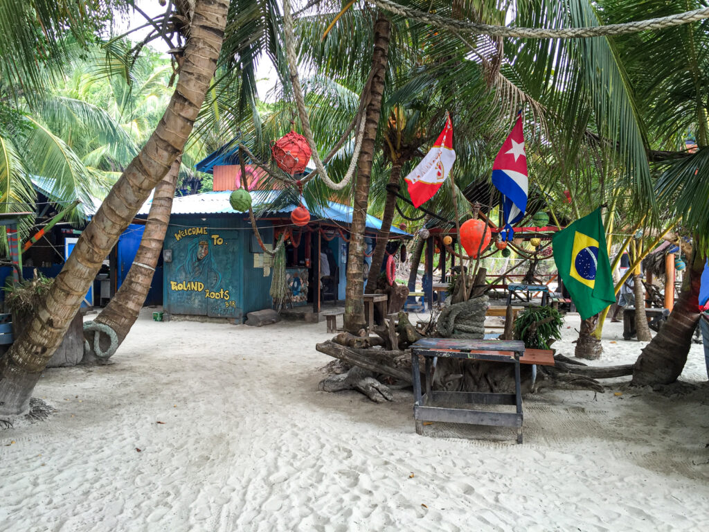 Roland Roots Bar in Providencia