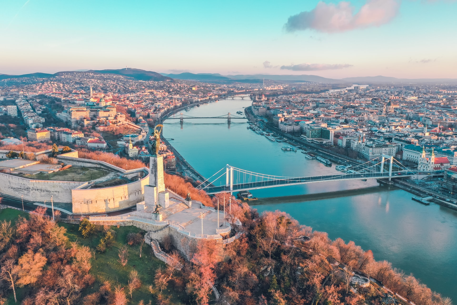 Danube River, Budapest (photo: Bence Balla-Schottner)