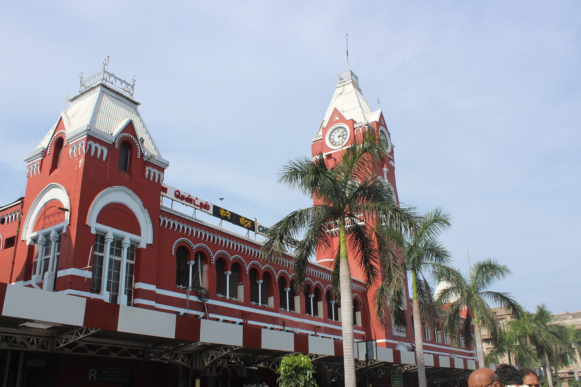 Chennai Central train station (photo: Vellupura, Pixabay)