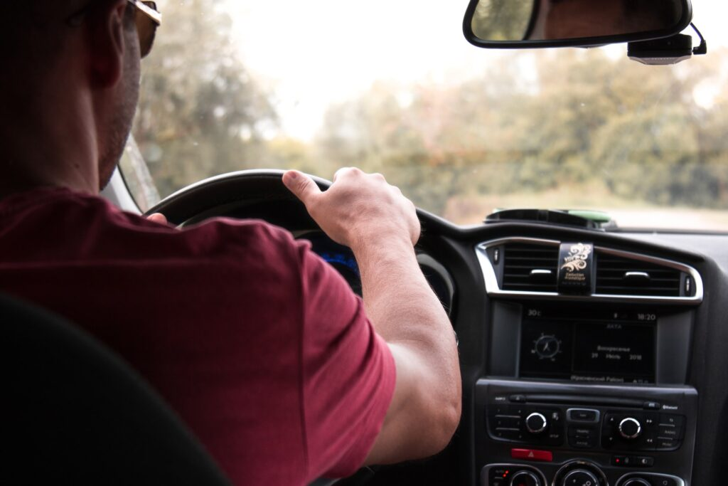 Man driving (photo: Andy Art)