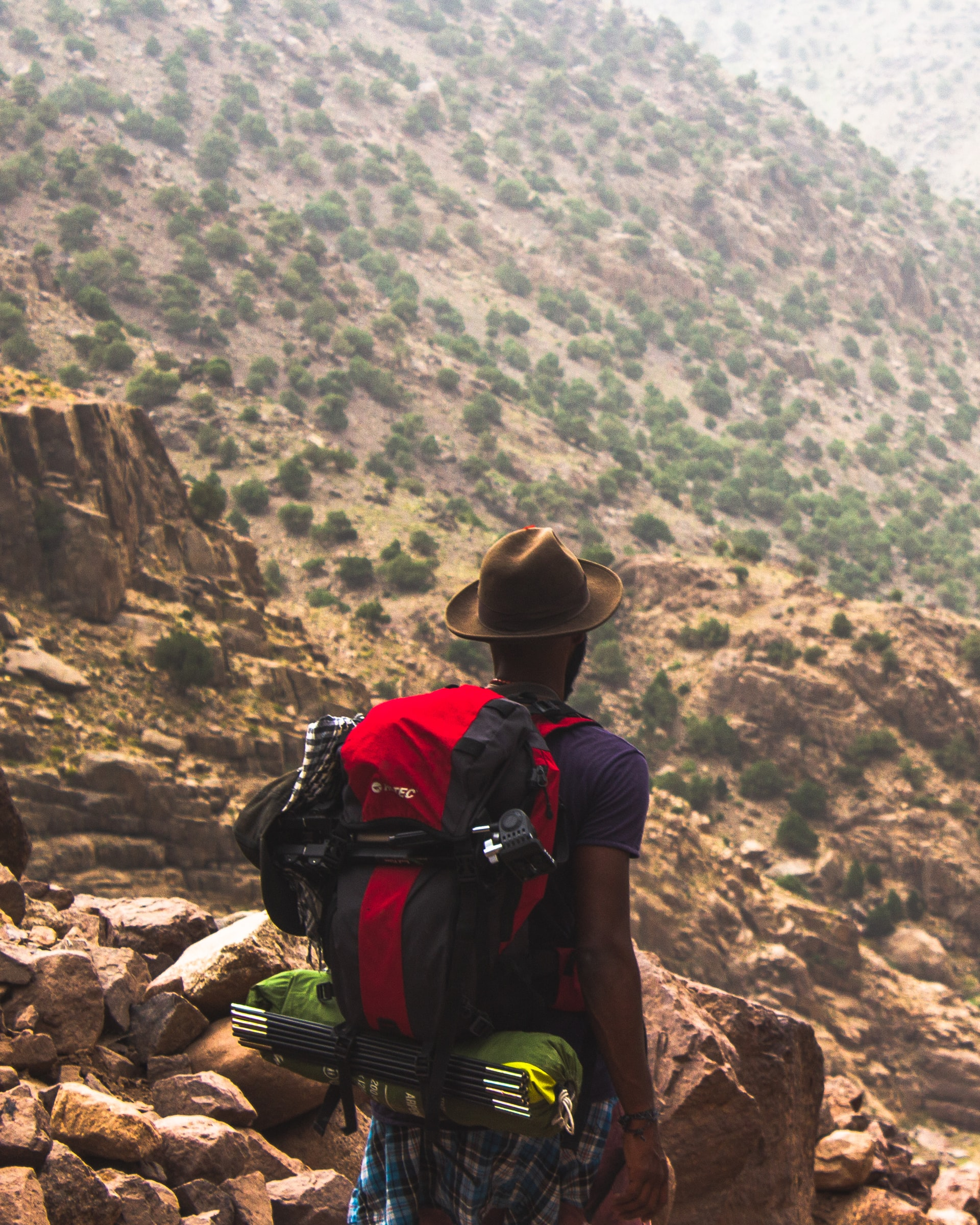Hiking in Morocco (photo: Louis Hansel)