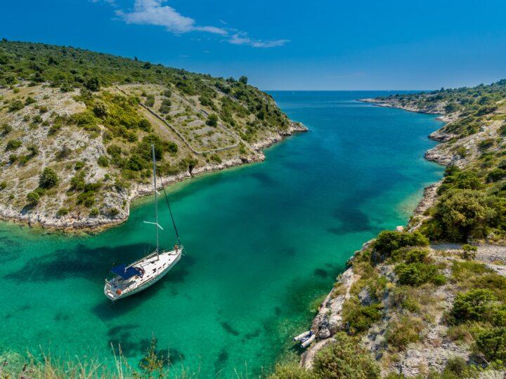 Sailboat in Trogir, Croatia (photo: Sergii Gulenok)